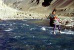 przeprawa przez rzekę na linie