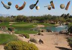 pole golfowe i różne kije z piłkami