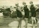pierwsze kostiumy kąpielowe